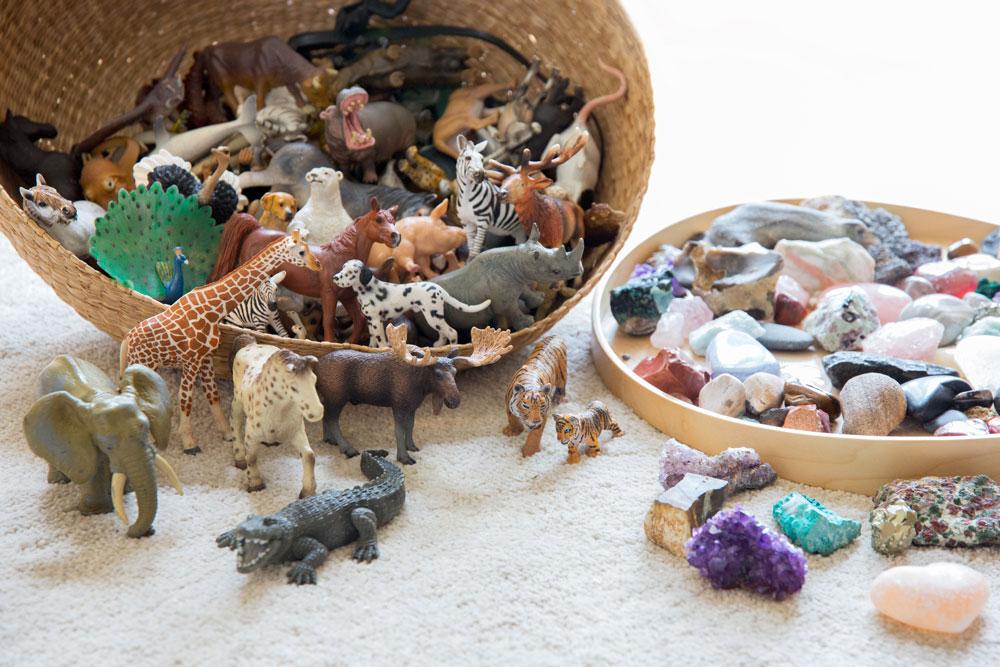 Strukturaufstellung in der Gesprächstherapie mit Steinen und Tierfiguren